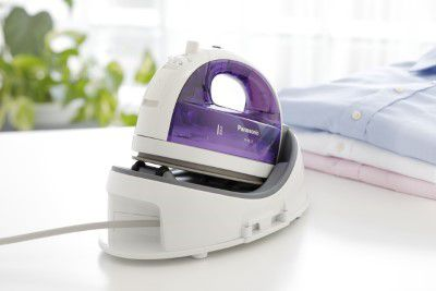 Cordless Steam Iron with base